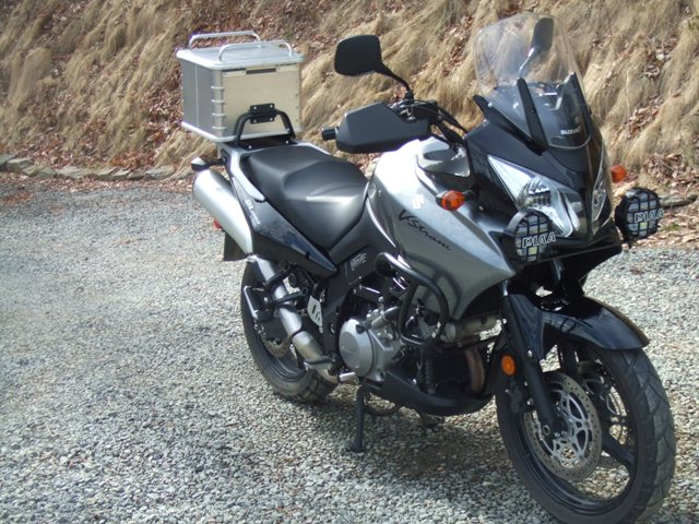 Suzuki Vstrom 1000כ10000 $ לפני איבזור ומיגונים